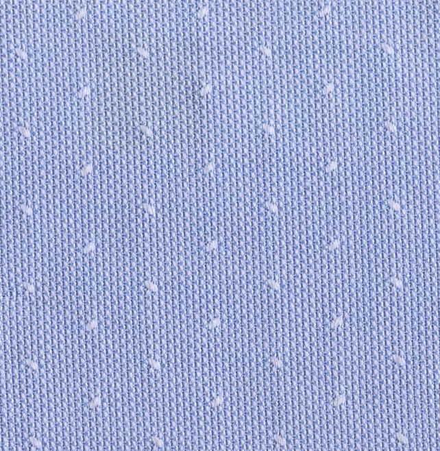 Azul con motas blancas